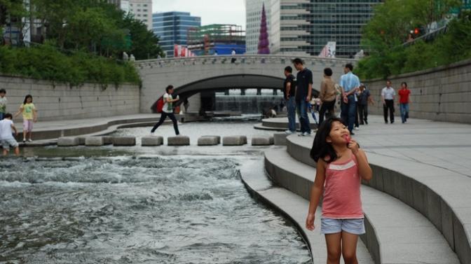 Turystyczne punkty must-see w Seulu – Cheonggyecheon