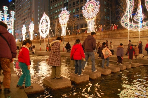 Korea-Seoul-Cheonggyecheon-Winter-01