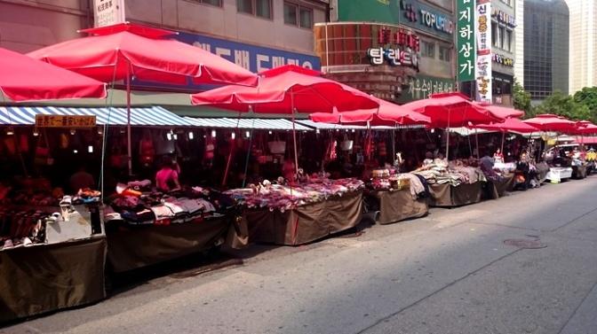 Turystyczne punkty must-see w Seulu – Dongdaemun Market vs. Namdaemun Market