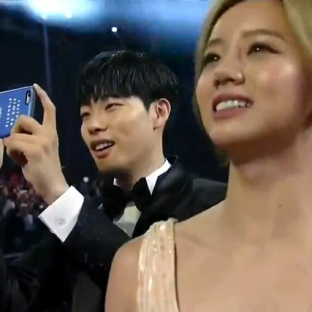 Ryu Jun Yeol being fanboy