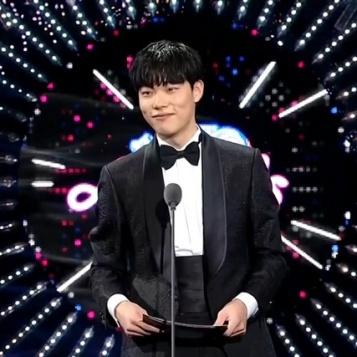 prezenter Ryu Jun Yeol