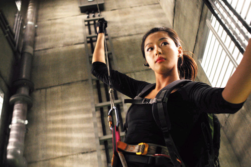 "Jeon Ji Hyun w ""The Thieves"""