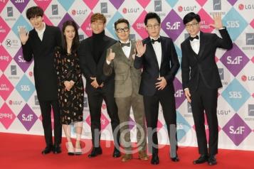 ekipa Running Man - Lee Kwang Soo, Song Ji Hyo, Kim Jong Kook, Haha, Ji Seok Jin i Yoo Jae Seok