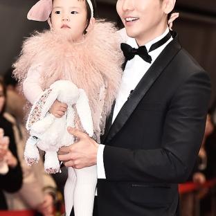 Ki Tae Young z córką