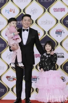 Lee Bum Soo z dziećmi