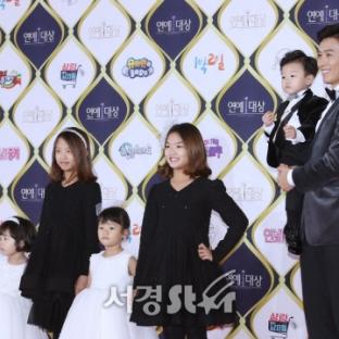 Lee Dong Guk z dziećmi