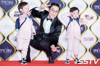 Lee Hwi Jae z dziećmi