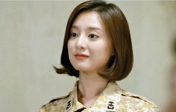 "Kim Ji Won w ""Descendants of the Sun"""