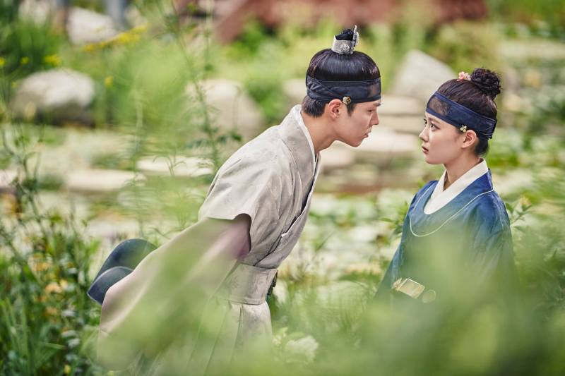 "Park Bo Geom i Kim Yoo Jung w ""Moonlight Drawn by Clouds"""