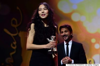 South Korean actress Kim Min-hee receives the Silver Bear award for best actress from Mexican director Diego Luna of the awards ceremony of the 67th Berlinale film festival in Berlin on February 18, 2017. / AFP / Tobias SCHWARZ (Photo credit should read TOBIAS SCHWARZ/AFP/Getty Images)