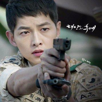 4. Yoo Shi Jin (Song Joong Ki) z Descendants of the Sun
