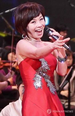 41. 'devoted singer' Hyun Sook