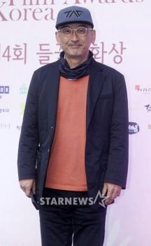 reżyser Lee Jun Ik