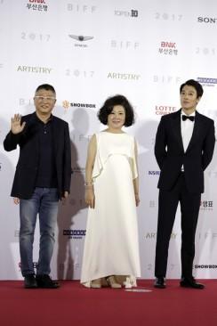reżyser Kwak Kyung Taek, Kim Hae Sook i Kim Rae Won (film RV - Resurrected Victims)