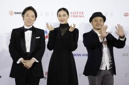 Sadao Abe, Yu Aoi i reżyser Shiraishi Kazuya (film Birds Without Names)