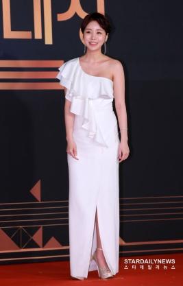 Yoon Jin Yi