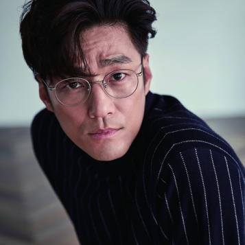 Ji Jin Hee (1971, 48 lat)
