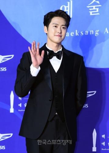 GONG MYUNG - nominowany jako nowy aktor
