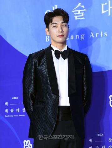 KIM YOUNG KWANG - nominowany jako nowy aktor / zdobywca nagrody