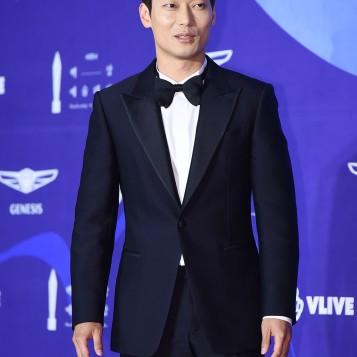 PARK HUN - nominowany jako nowy aktor