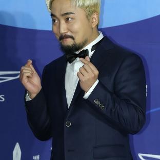 YOO BYUNG JAE - nominowany za występ w variety show