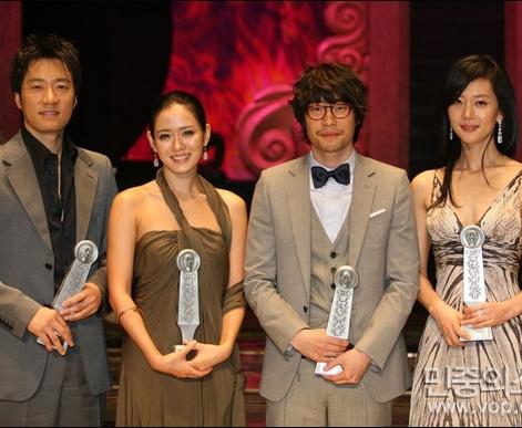 laureaci głównych nagród aktorskich 43rd Baeksang Arts Awards - Kim Myung Min, Son Ye Jin, Ryu Seung Bum i Yeom Jung Ah