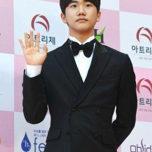 nominowany do najlepszego nowego aktora AHN JI HO