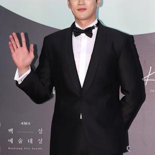 AHN BO HYUN - nominowany jako nowy aktor