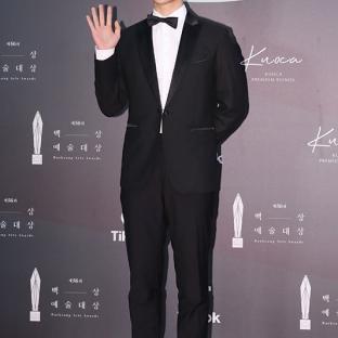 AHN JI HO - nominowany jako nowy aktor