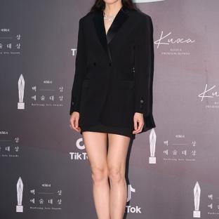 GONG HYO JIN - nominowana za rolę pierwszoplanową