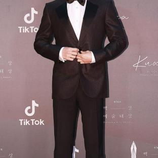 LEE JE HUN - nominowany za rolę pierwszoplanową