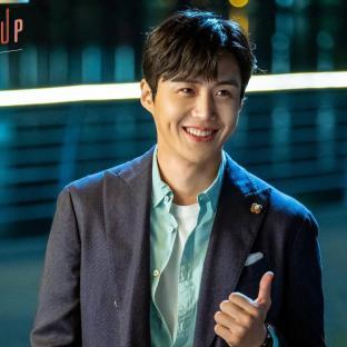 """uroczy Kim Sun Ho w """"Start-Up"""" (tvN 2020)"""
